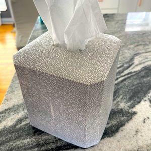 Kassatex fine porcelain tissue holder